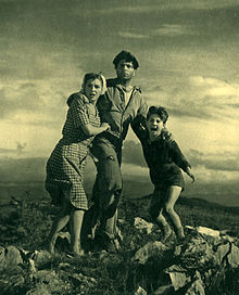 Gina Lollobrigida, Raf Vallone, Enzo Stajola nel film Cuori senza frontiere (1950)