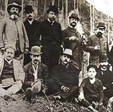 Foto di gruppo con il giovane Benedetto Croce (terzo da sinistra, in piedi)