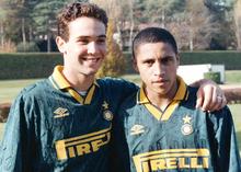 Roberto Carlos (a destra) all'Inter nella stagione 1995-1996, accanto al connazionale Caio.