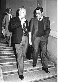 Romano Prodi e l'allora Ministro per la Ricerca Scientifica e Tecnologica Luigi Granelli, subito dopo la firma dell'accordo IRI-CNR