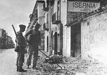 Militari della seconda guerra mondiale in piazza della Repubblica ad Isernia