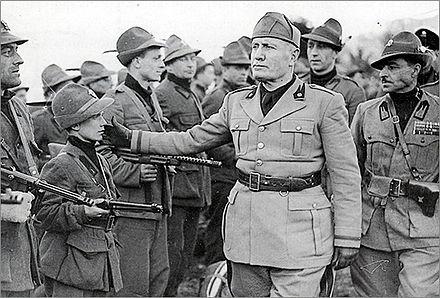 Mussolini in visita alla V Brigata Nera Mobile Alpina