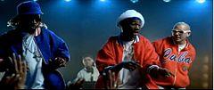 screenshot tratto dal videoclip del brano da sinistra a destra kaine