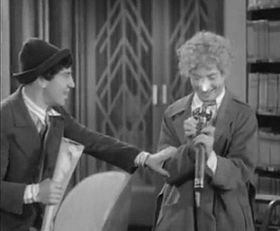 Animal Crackers (film 1930).JPG