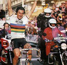 Saronni, con la maglia iridata di campione del mondo, vince la Milano-Sanremo 1983.