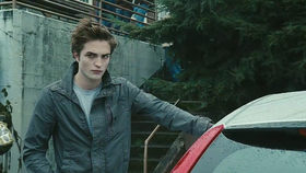 Robert Pattinson nei panni di Edward Cullen