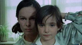 Geraldine Chaplin e Ana Torrent in una scena del film