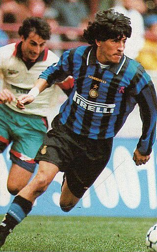 kits, numbers, fonts REQUESTS - Page 2 320px-Iv%C3%A1n_Zamorano_-_FC_Inter_1996-97