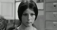 Stefania Sandrelli (l'adolescente siciliana Agnese) in Sedotta e abbandonata (1964) di Pietro Germi