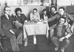 Boldi (secondo da destra) sul finire degli anni 1970, insieme al resto del Gruppo Repellente: Ernst Thole, Diego Abatantuono, Enzo Jannacci, Mauro Di Francesco, Giorgio Porcaro e Giorgio Faletti.