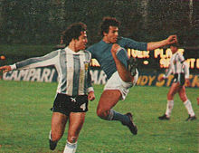 Un esordiente Cabrini in nazionale ai Mondiali 1978, alle prese con l'argentino Bertoni.