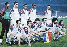 Deschamps (accosciato, secondo da sinistra) in nazionale nel 1994