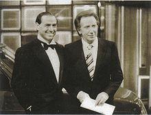 Silvio Berlusconi e Mike Bongiorno in una foto dei primi anni ottanta. Il noto conduttore televisivo è stato dal 1979 al 2009 una presenza costante sulle televisioni commerciali dell'imprenditore.