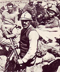 Enrico Toti in trincea nel 1916