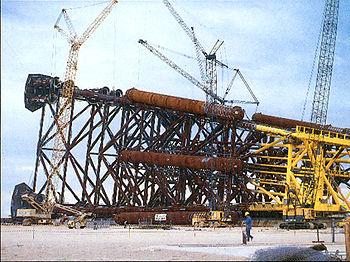 Punta Cugno: piattaforma petrolifera Vega A in costruzione
