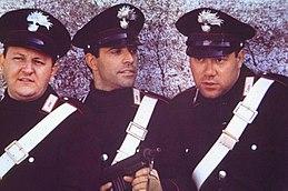 Boldi, Enrico Montesano e Carlo Verdone sul set de I due carabinieri (1984).