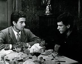 Tomas Milian con Nino Castelnuovo in Giorno per giorno, disperatamente (1961)