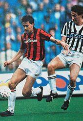 Costacurta difende la palla dall'intervento del bianconero Buso, in un Milan-Juventus dell'8 maggio 1988.