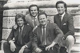 Boldi con Christian De Sica, Ezio Greggio e Jerry Calà sul set di Yuppies - I giovani di successo (1986)