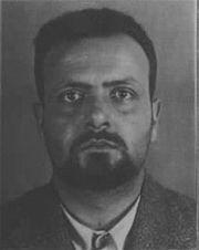 Spinelli ritratto nella foto-scheda segnaletica del Ministero dell'Interno italiano