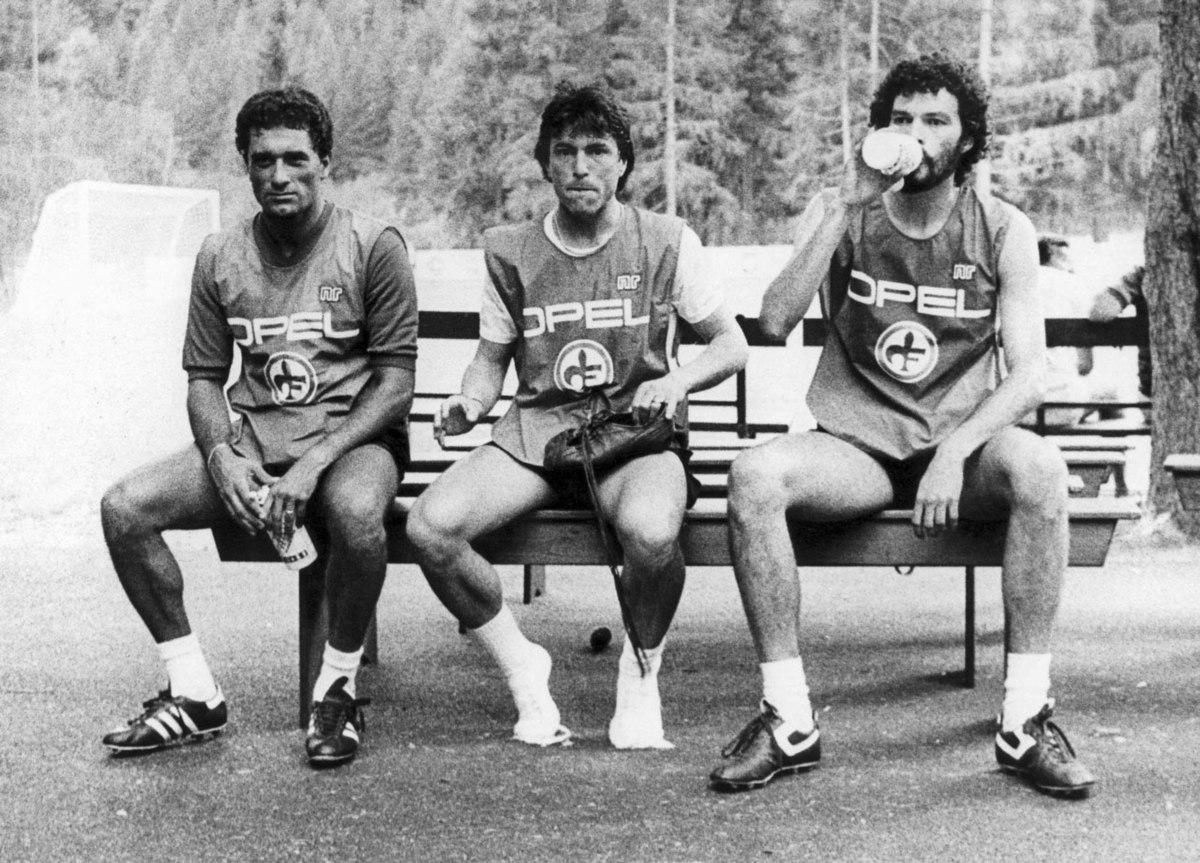 Fiorentina, 1984 - Claudio Gentile, Daniel Passarella e Sócrates.jpg