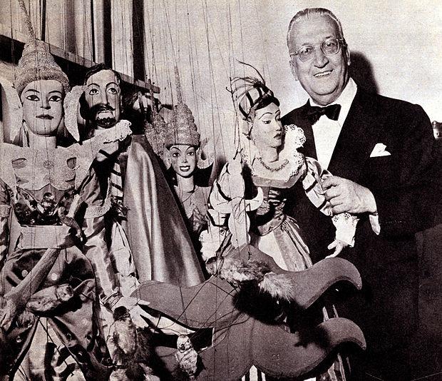 Vittorio Podrecca con le sue marionette