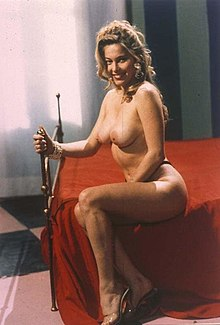 Moana Pozzi sul set di Amami (1992)