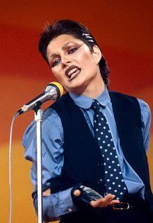Anna Oxa esegue il suo primo singolo, Un'emozione da poco, al Festival di Sanremo 1978