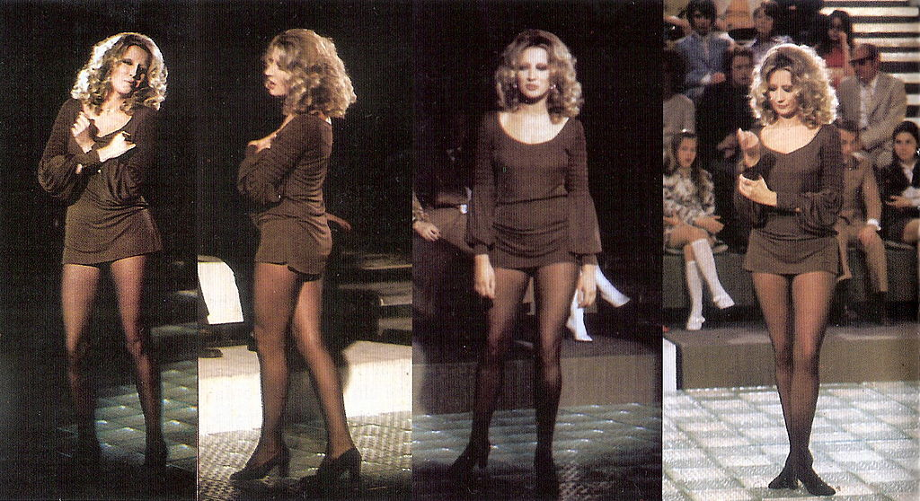 moda firmata a6d12 3ffec File:Mina minigonna 65.jpg - Wikipedia