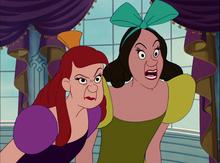 Le sorellastre in una scena del film Disney Cenerentola