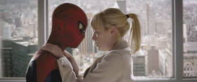 Peter Parker (Andrew Garfield) e Gwen Stacy (Emma Stone) in una scena del film '