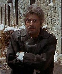 Nino Manfredi impersona Geppetto ne Le avventure di Pinocchio.