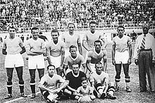 Piola (in piedi, al centro) nella Lazio della stagione 1936-1937