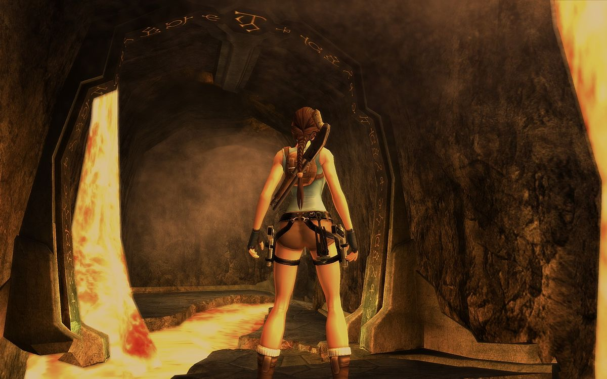 Angelina jolie in lara croft tomb raider - 4 1
