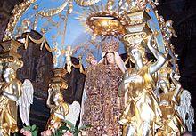 Maria Santissima della Visitazione, patrona di Enna, sulla preziosa vara chiamata nave d'oro durante la festa del 2 luglio.