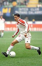 Zambrotta in azione al Bari nel 1998