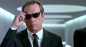 Tommy Lee Jones interpreta l'agente K