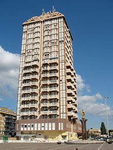 Il Grattacielo di Nettuno, in Piazzale Michelangelo a Scacciapensieri
