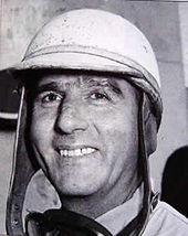 Nino Farina vincitore del primo campionato mondiale ufficiale (a quel tempo solo piloti) a bordo di una Alfa Romeo 158.