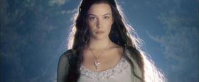 Liv Tyler interpreta Arwen nell'adattamento cinematografico di Peter Jackson