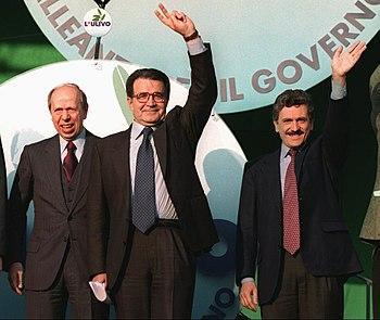 Lamberto Dini (a sinistra), Romano Prodi (al centro) e Massimo D'Alema (a destra)