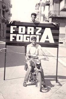 La festa dei tifosi foggiani per la promozione in Serie A del 1964