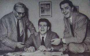Teddy Reno tra Vittorio Mascheroni e Lelio Luttazzi negli uffici della CGD (1949)