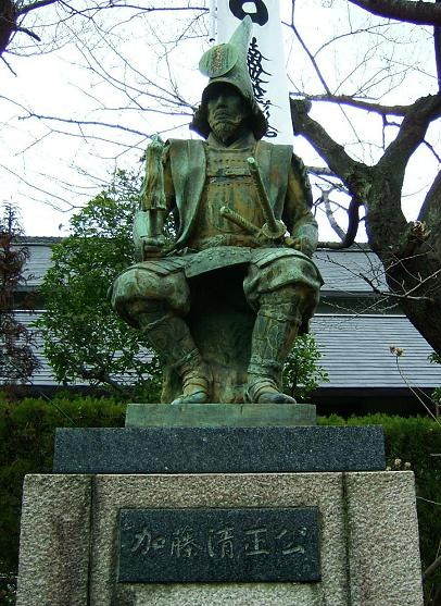 加藤清正といえば、賤ヶ岳の七本槍の1人であり、そして熊本城を築城した名君として知られています。また、昔から歌舞伎などでは虎退治で有名でした。そんな加藤清正の子孫は今、どうしているのでしょうか。ここでは、加藤清正の子孫についてまとめてみました。のサムネイル画像