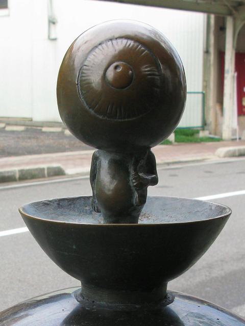 Sakaiminato Mizuki Shigeru Road Medama-oyaji Statue 1.JPG