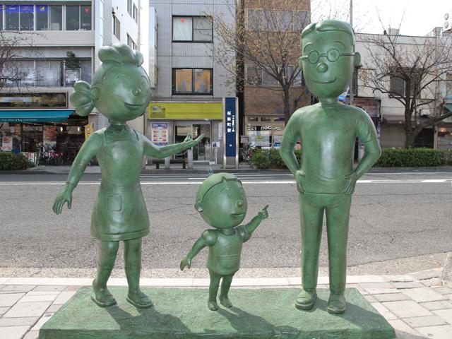 Setagaya Sazaesan Family Statue 3.JPG