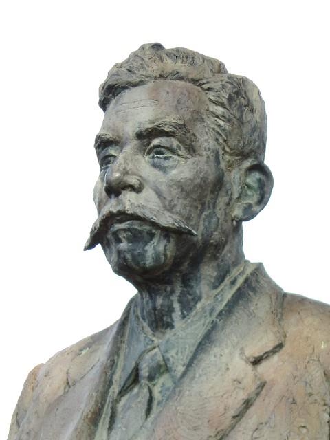 山極勝三郎の胸像(長野県上田市上田城跡公園)Wikipediaより。