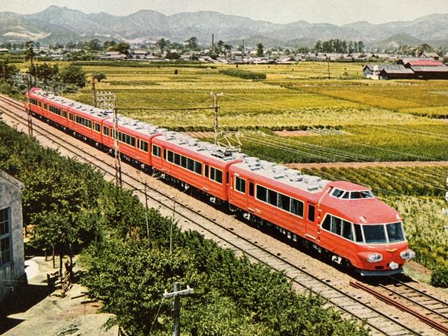 https://upload.wikimedia.org/wikipedia/ja/b/ba/Meitetsu_7000_RP120_p1.jpg