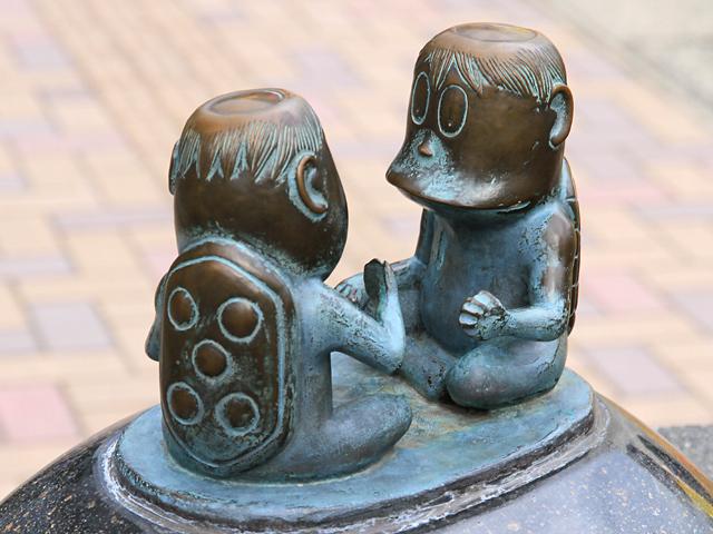 https://upload.wikimedia.org/wikipedia/ja/d/df/Sakaiminato_Mizuki_Shigeru_Road_Kappa_Statue_1.JPG