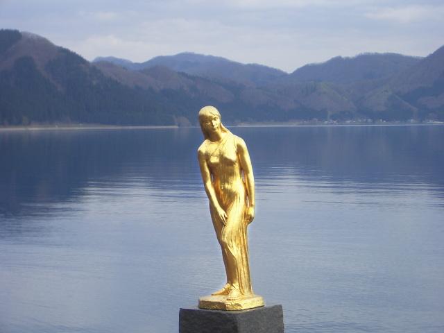 田沢湖(たつこ姫の像)